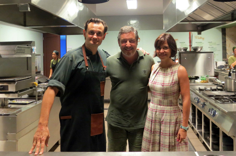 Kevin, Cuca's chef with two friends